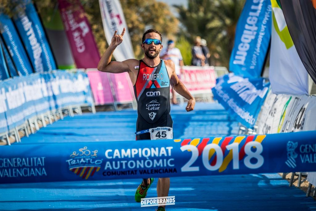 Alberto Romero gana el Castellón Triatlón.